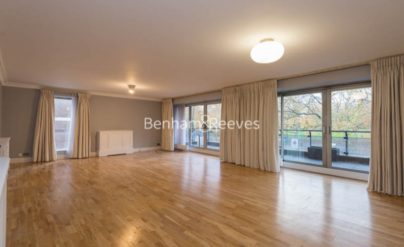 picture of 4 Bedroom(s) flat in  Hyde Park Gate, Kensington, SW7