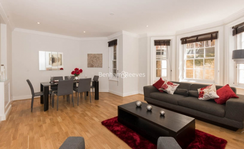 picture of 3 Bedroom(s) flat in  Pitt Street, Kensington, W8