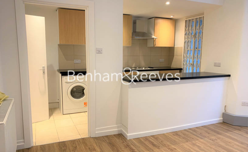picture of Studio flat in  Cheniston Gardens, Kensington, W8