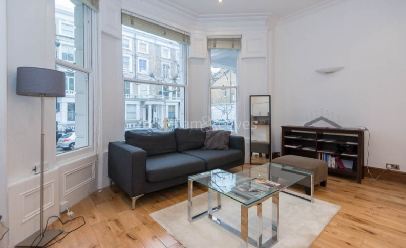 picture of 2 Bedroom(s) flat in  Marloes Road, Kensington, W8
