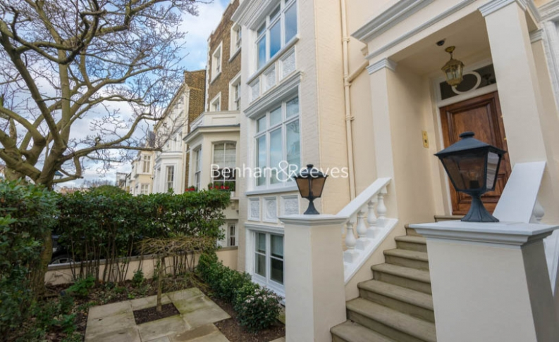 picture of 5 Bedroom(s) flat in  Victoria Road, Kensington, W8