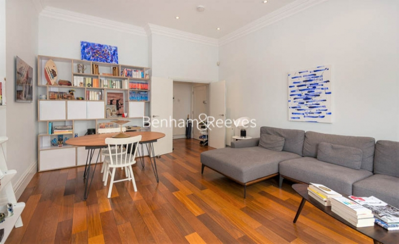 picture of 2 Bedroom(s) flat in  Campden Hill Gardens, Kensington, W8
