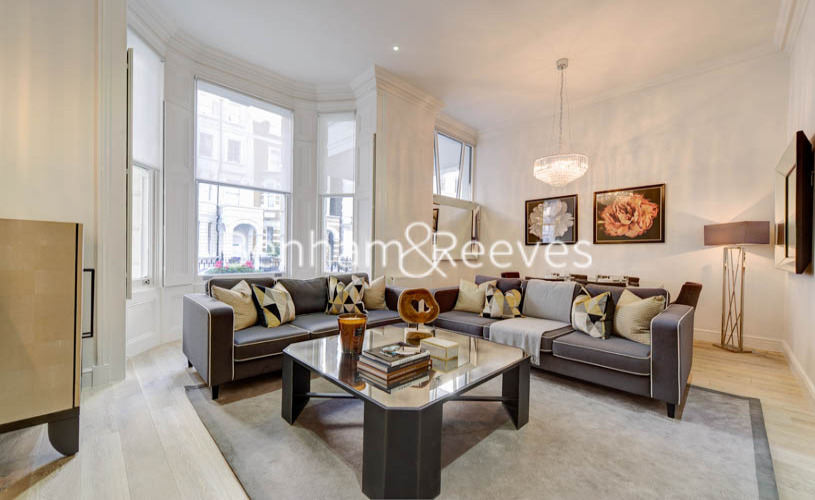 picture of 4 Bedroom(s) flat in  Lexham Gardens, Kensington, W8