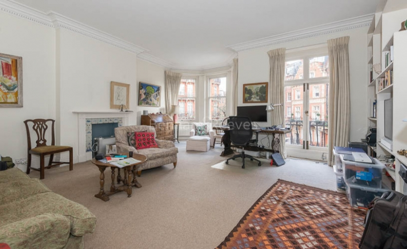 picture of 1 Bedroom(s) flat in  Kensington Court, Kensington,W8