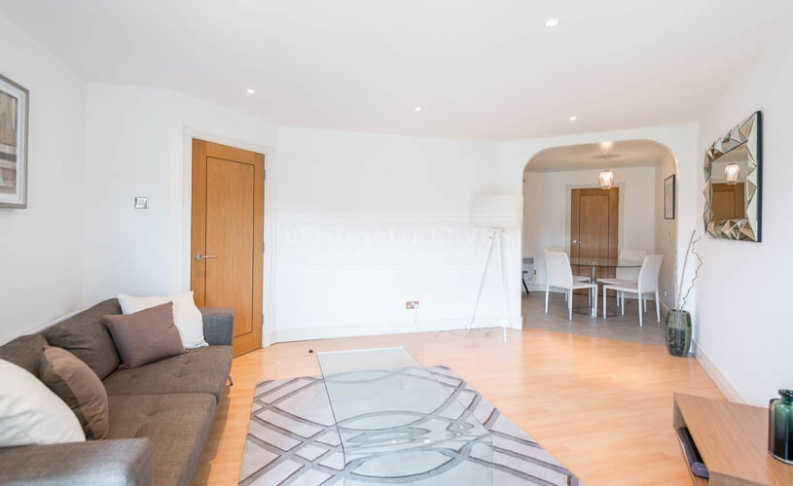 picture of 1 Bedroom(s) flat in  Kensington High Street, West Kensington, W14