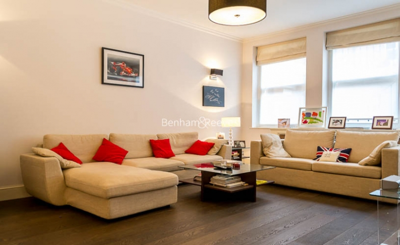 picture of 3 Bedroom(s) flat in  Kensington Court Mansions, Kensington, W8