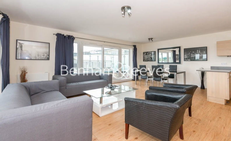 picture of 3-bed flat in  Beaufort Park
