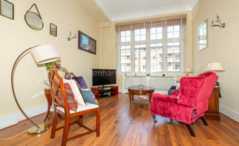 picture of 1 Bedroom(s) flat in  Rosebery Avenue, Islington, EC1R