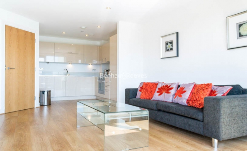 picture of 2 Bedroom(s) flat in  Aqua Vista Square, Canary Wharf, E3