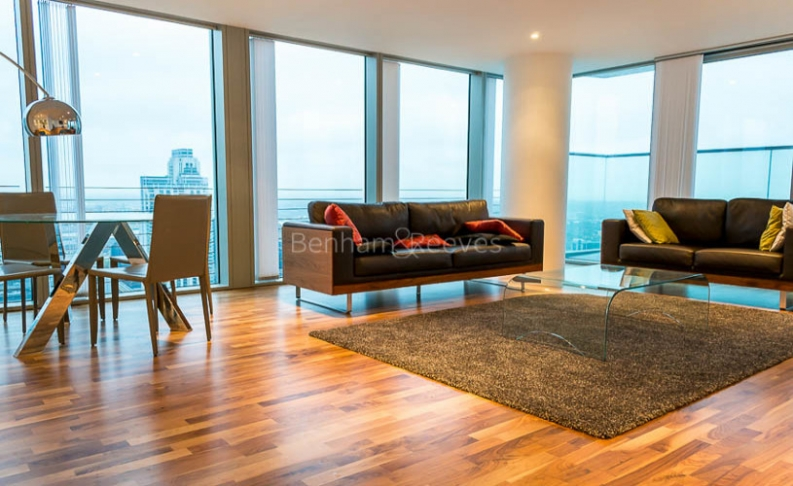 picture of 3 Bedroom(s) flat in  Landmark East Tower, Canary Wharf, E14