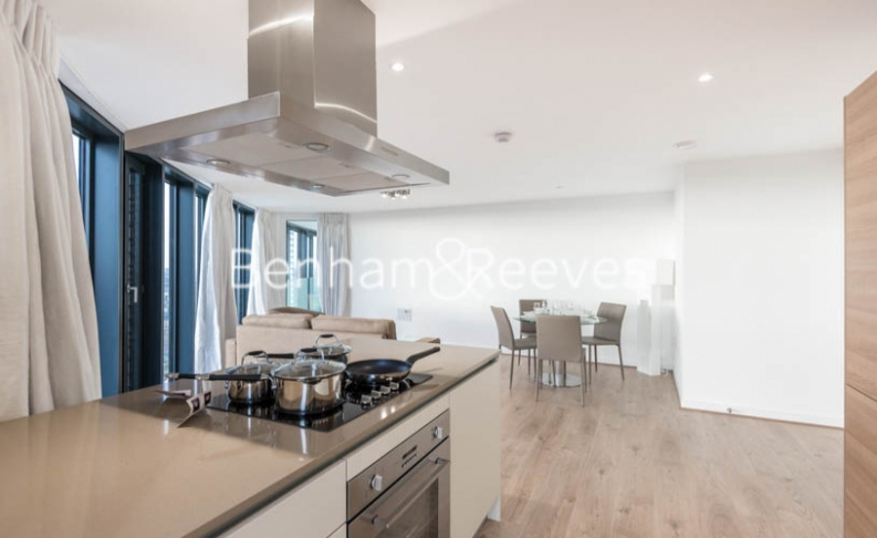picture of 2 Bedroom(s) flat in  Unex Tower, Stratford, E15