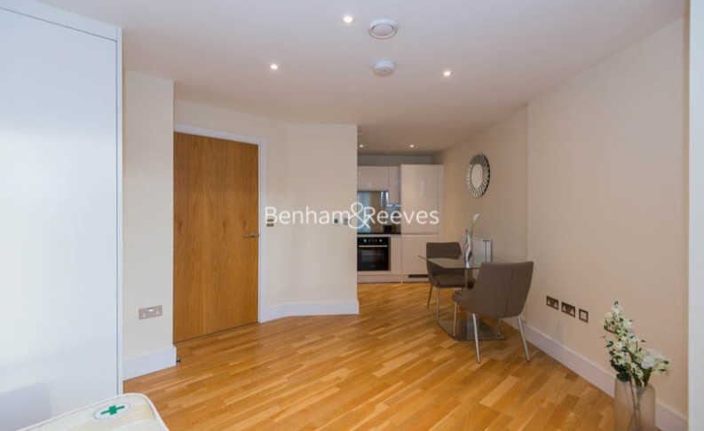 picture of Studio flat in  St Anne's Street, Canary Wharf, E14
