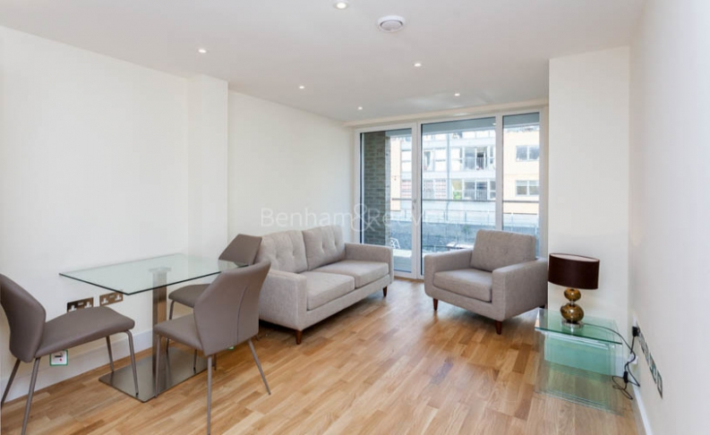 picture of 2 Bedroom(s) flat in  Canary Gateway, Canary Wharf, E14