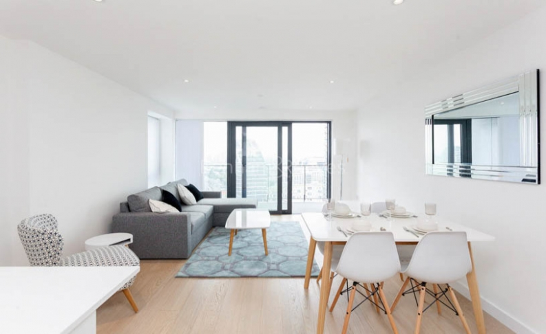 picture of 2-bed flat in  Canary Wharf