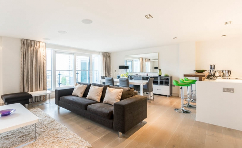 picture of 3 Bedroom(s) flat in  Townmead Road, Fulham, SW6