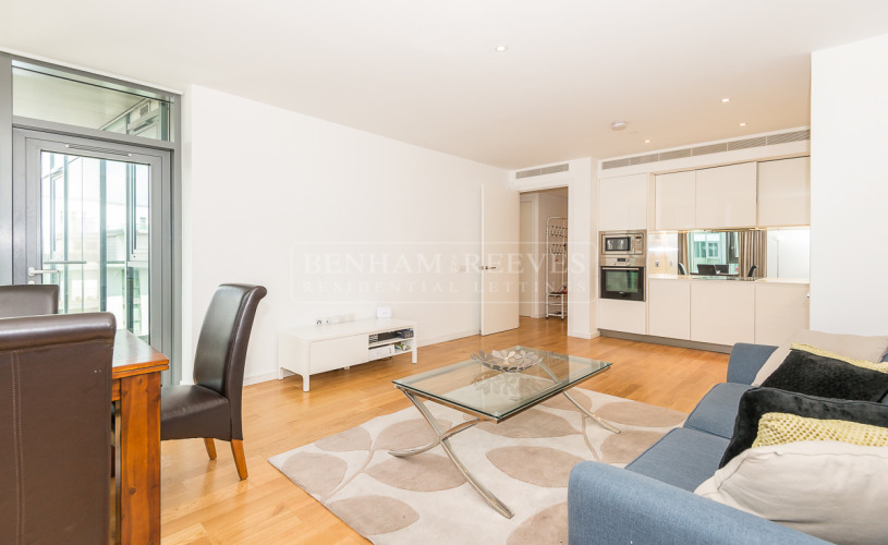 picture of 2 Bedroom(s) flat in  Eastfields Avenue, Wandsworth, SW18