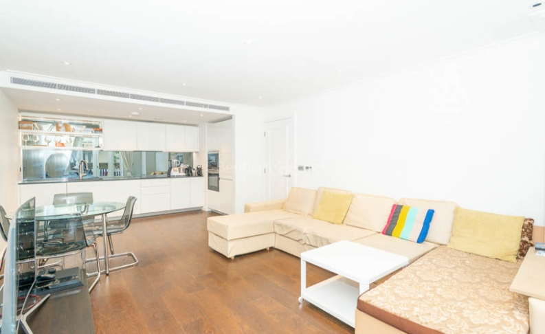 picture of 2 Bedroom(s) flat in  Carnwurth road, Fulhan, SW6
