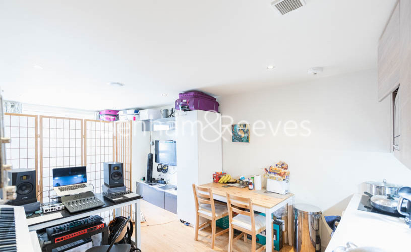 picture of Studio flat in  Octavia House, Fulham, SW6