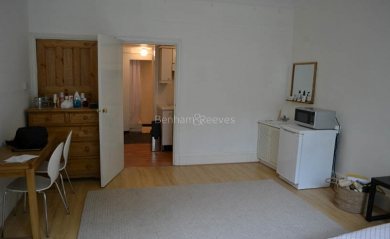picture of Studio flat in  Cholmeley Park, Highgate, N6