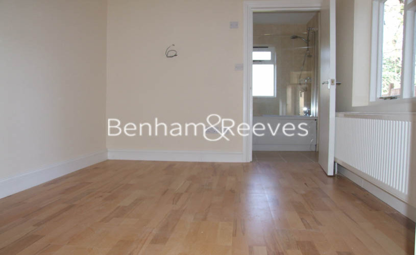 picture of Studio flat in  Langdon Park Road, Highgate, N6