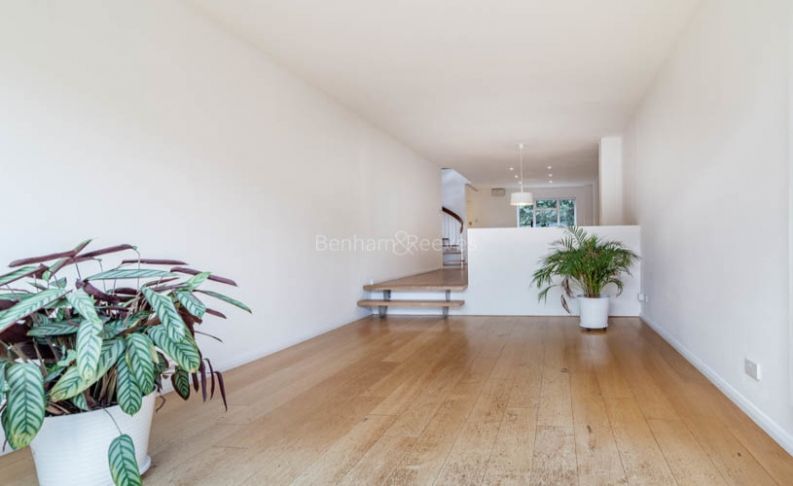picture of 3 Bedroom(s) flat in  Church Walk, Highgate, N6