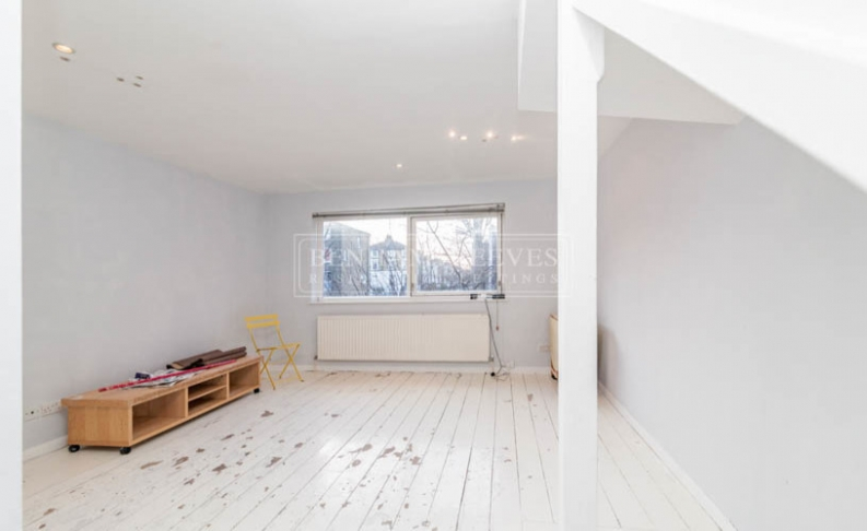 picture of 3-bed flat in  Highgate