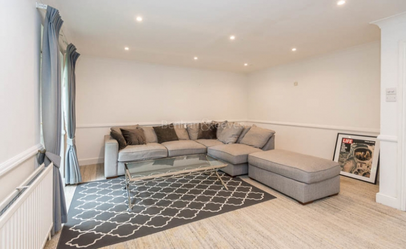 picture of 3 Bedroom(s) flat in  Ridgeway Gardens, Highgate, N6