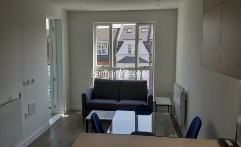 picture of 2 Bedroom(s) flat in  Seven Sisters Road, Highgate, N7