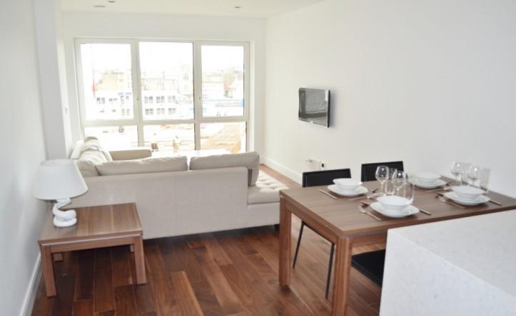 1 Bedroom flat to rent in Belgravia House, Dickens Yard, W5