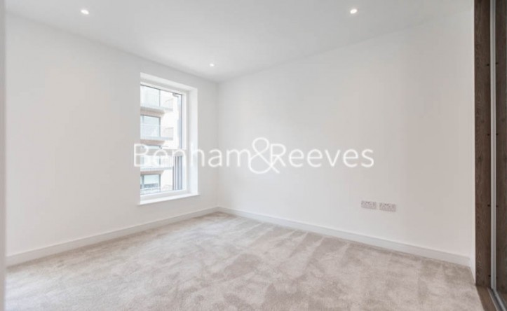 1 Bedroom flat to rent in Greenleaf Walk, Southall, UB1