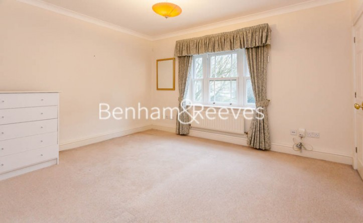 2 Bedroom flat to rent in Clayton House, Trinity Church Road, SW13