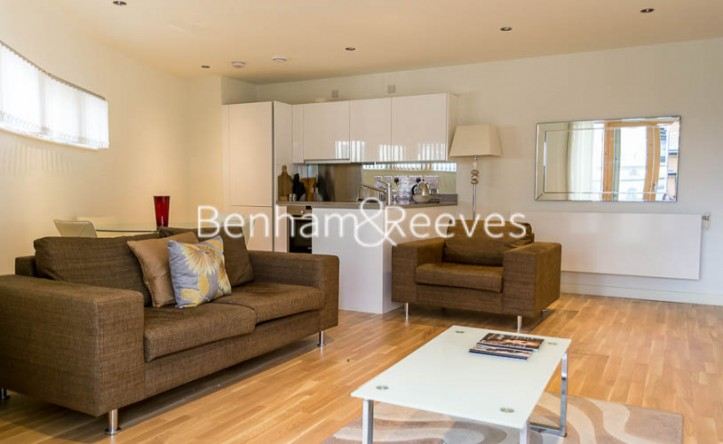 1 Bedroom flat to rent in Cobblestone Square, Wapping Lane, E1W