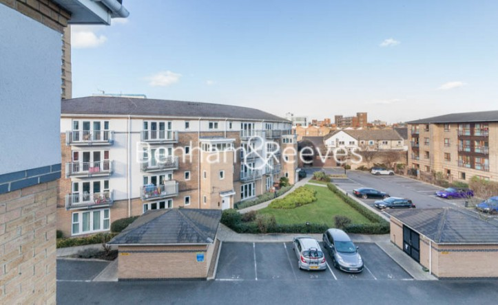 1 Bedroom flat to rent in Morton Close, Shadwell, E1