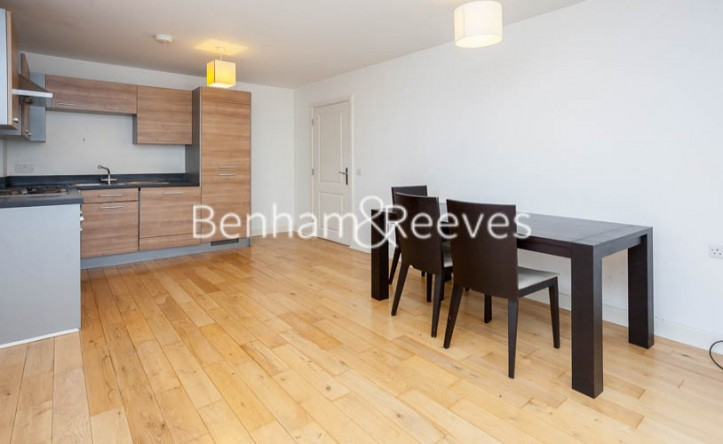 2 Bedroom flat to rent in Tarves Way, Greenwich, SE10