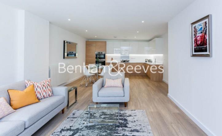 3 Bedroom flat to rent in Ashton Reach, Surrey Quays, SE16
