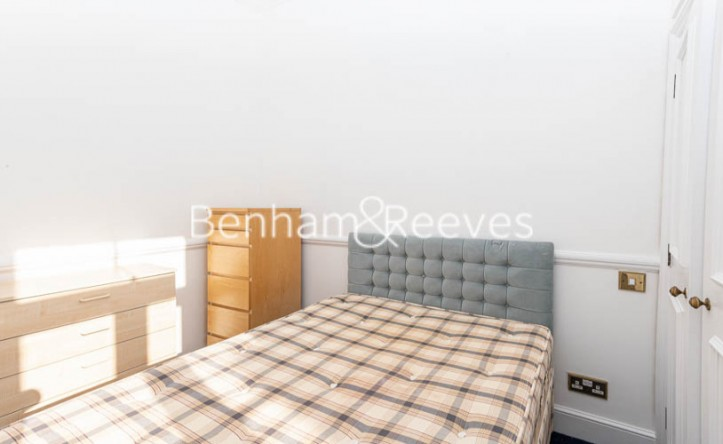 2 Bedroom flat to rent in Lyndhurst Road, Hampstead,  NW3