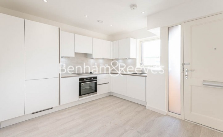 2 Bedroom flat to rent in Perryfield Way, Hampstead, NW9