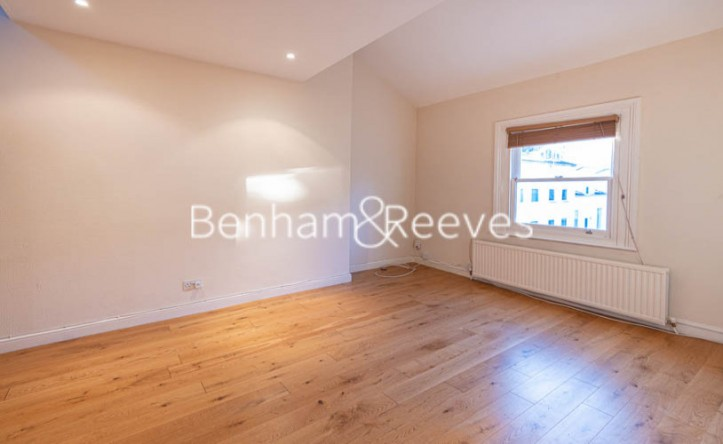 3 Bedroom flat to rent in Gayton Crescent, Hampstead, NW3