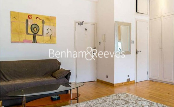 Studio flat to rent in St Stephens Gardens, Lancaster Gate, W2
