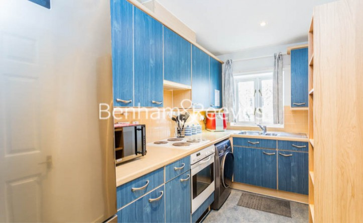 1 Bedroom flat to rent in Ashmore House, Russell Road, W14