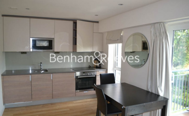 Studio flat to rent in Aerodrome Road, Colindale, NW9