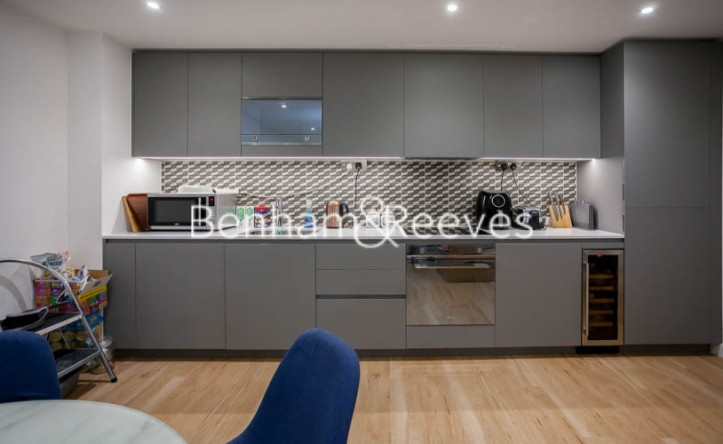 2 Bedroom flat to rent in Beaufort Park ,Colindale ,NW9
