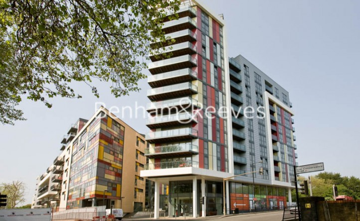1 Bedroom bungalows to rent in Matchamkers Wharf, Canary Wharf E9