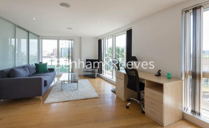 3 Bedroom flat to rent in Caspian Wharf, Canary Wharf, E3