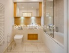 3 Bedroom flat to rent in Marner Point, Jefferson Plaza, E3
