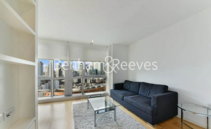 Studio flat to rent in Ontario Tower, Canary Wharf, E14