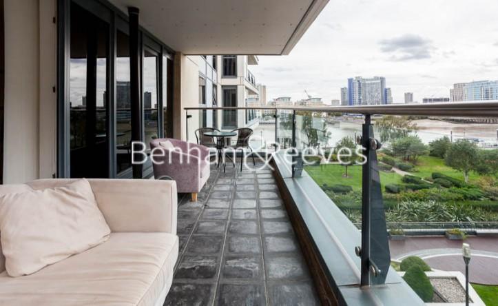 2 Bedroom flat to rent in Aspect Court, Lensbury Avenue, SW6
