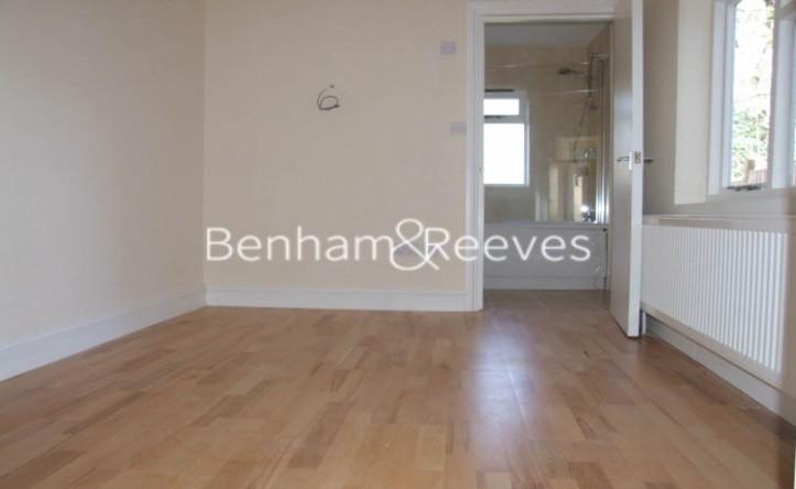 Studio flat to rent in Langdon Park Road, Highgate, N6