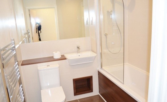 Acton Gardens, W3 - Bathroom