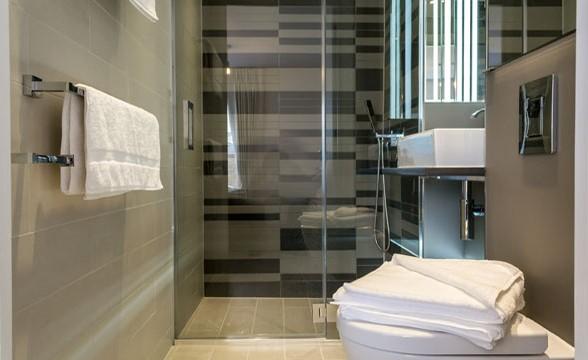 Avant Garde, E1 - Bathroom